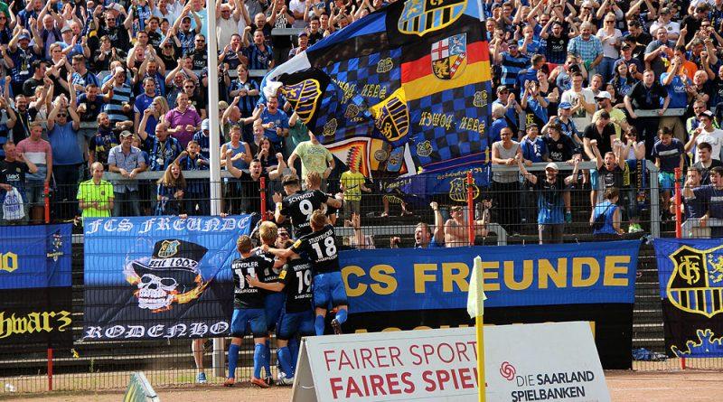 Torjubel bei den Fans (Foto: Hell)