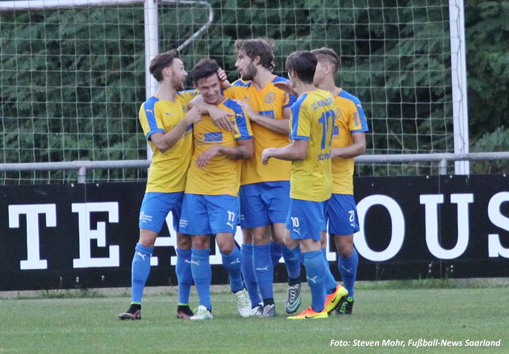 Hauensteiner bejubeln den Ausgleich (Foto: Steven Mohr, Fußball-News Saarland)