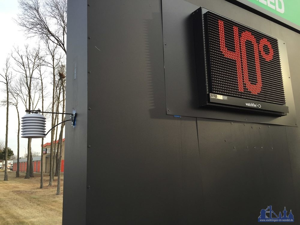 """Outdoor thermometer at a business along U.S. Route 50 (Lee Jackson Memorial Highway) near Stonecroft Boulevard in Chantilly, Fairfax County, Virginia<br /> Von <a title=""""User:Famartin"""" href=""""//commons.wikimedia.org/wiki/User:Famartin"""">Famartin</a> - <span class=""""int-own-work"""" lang=""""de"""">Eigenes Werk</span>, <a title=""""Creative Commons Attribution-Share Alike 4.0"""" href=""""https://creativecommons.org/licenses/by-sa/4.0"""">CC BY-SA 4.0</a>, <a href=""""https://commons.wikimedia.org/w/index.php?curid=67507589"""">Link</a>"""