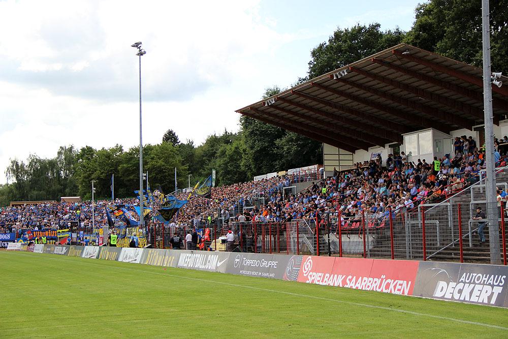 Tolle Kulisse im Hermann-Neuberger-Stadion (Foto: Hell)