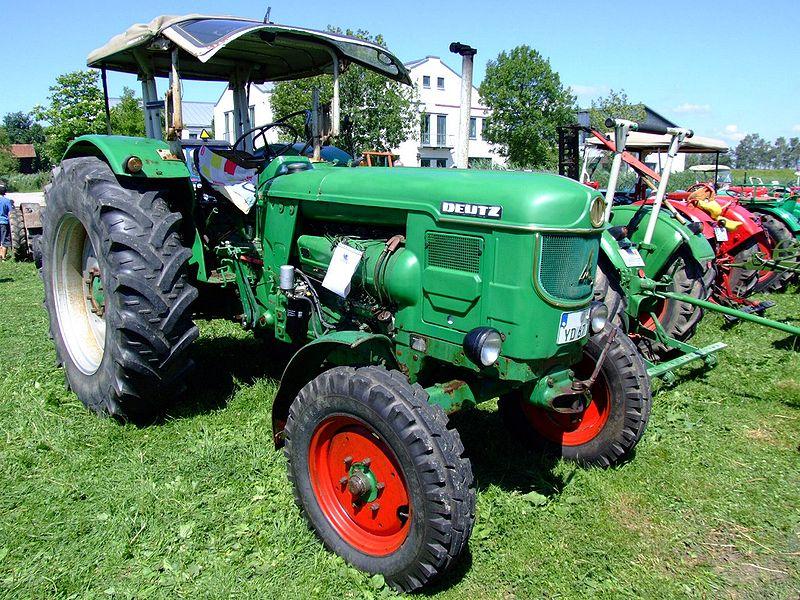 tHistorischer Traktor des Typs Deutz D 8005, Baujahr 1965