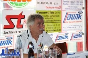 Dieter Ferner bei der Pressekonferenz