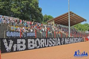 Fans der Borussia Neunkirchen im Völklinger Hermann-Neuberger-Stadion