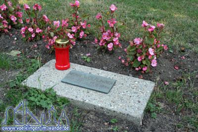 Ein Grabmal auf dem Ehrenfriedhof