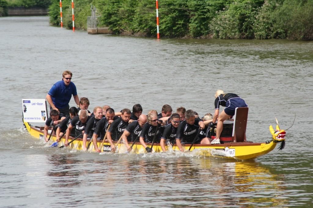 Drachenboot auf der Saar beim Saarfest