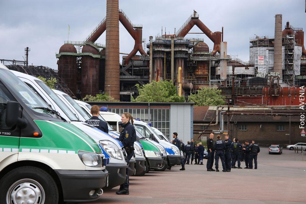 Großaufgebot der Polizei (Foto: Avenia)