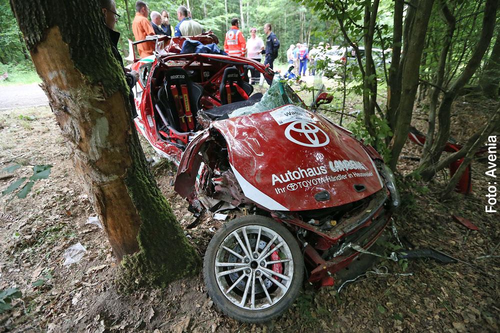 SST ADAC Rallye Warndt: Rennwagen verunglückt schwer (Foto: Avenia)