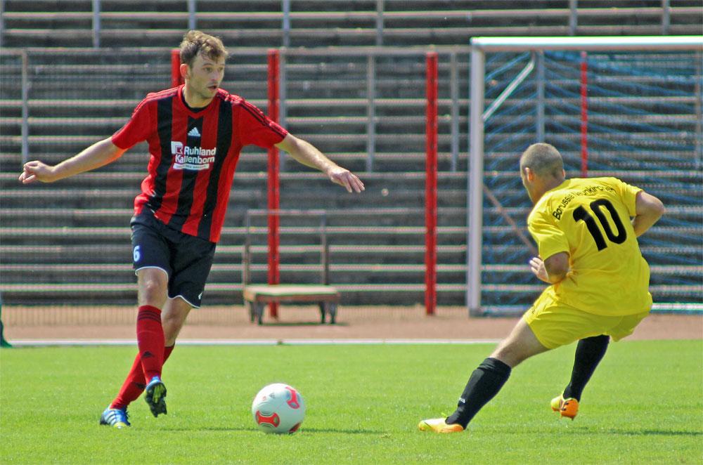 Michael Ogrodniczek im Duell: Bereits 100 Spiele bestritt er für den SVR (Foto: Hell)