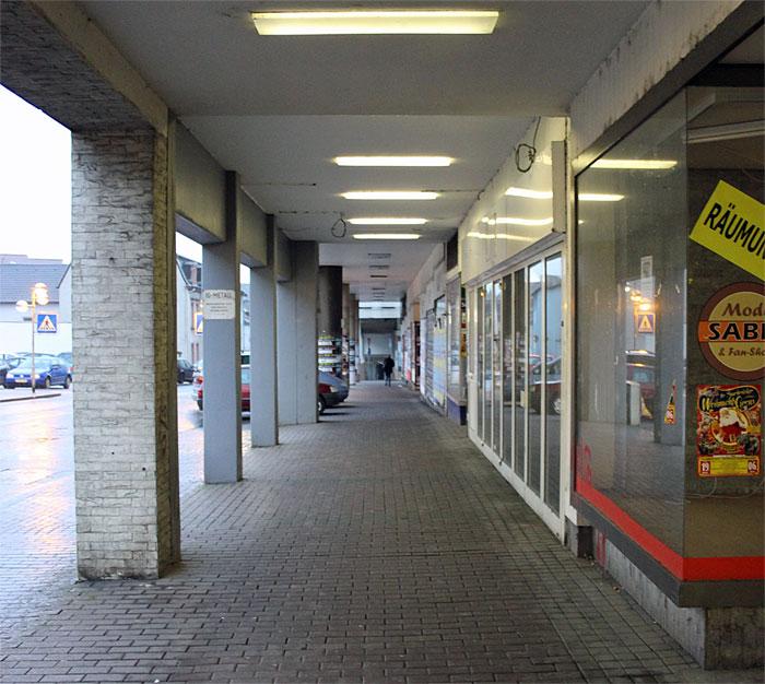 Selten flanieren die Völklinger durch ihre alte Einkaufsmeile: Leerstände prägen heute das Völklinger Gesicht (Foto: Hell)