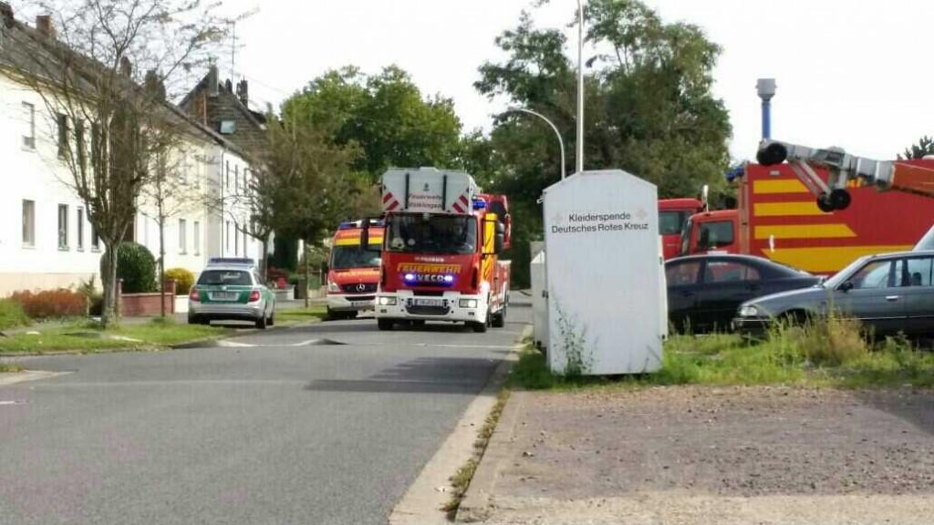Die Drehleiter des Löschbezirks Völklingen-Mitte drift am Einsatzort ein (Foto: Avenia)