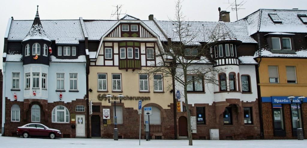 Die Völklinger Markthäuser im Schnee, im linken ist das Kinderhaus untergebracht (Archivfoto: Hell)