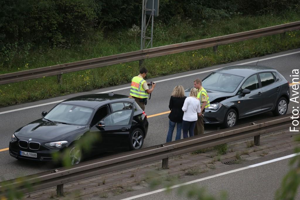 Die schwangere Fahrzeugführerin des grauen Seats fuhr wohl in Folge von Unachtsamkeit auf das Heck des vorausfahrenden BMW. (Foto: Avenia)