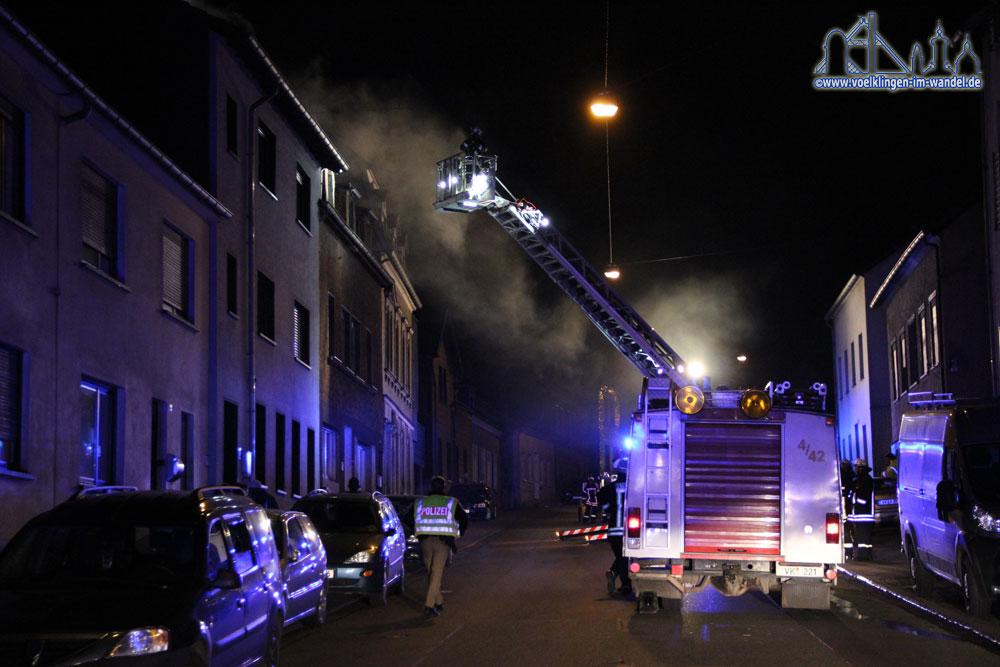 Die Schaffhauser Straße steht voller Qualm (Foto: Hell)