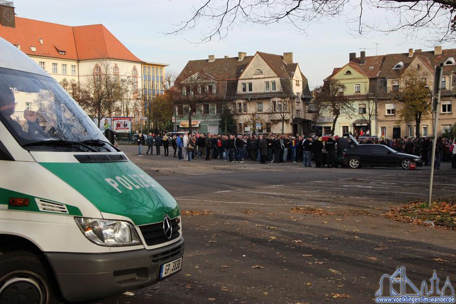 Die Mahnwache auf dem Hindenburgplatz hatte etwa 250 Teilnehmer
