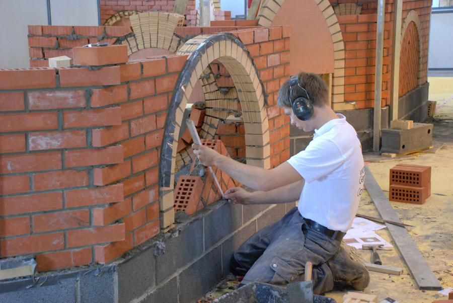 Sven Jungmann (20) bei der Arbeit (Foto: PM Stadt VKL)