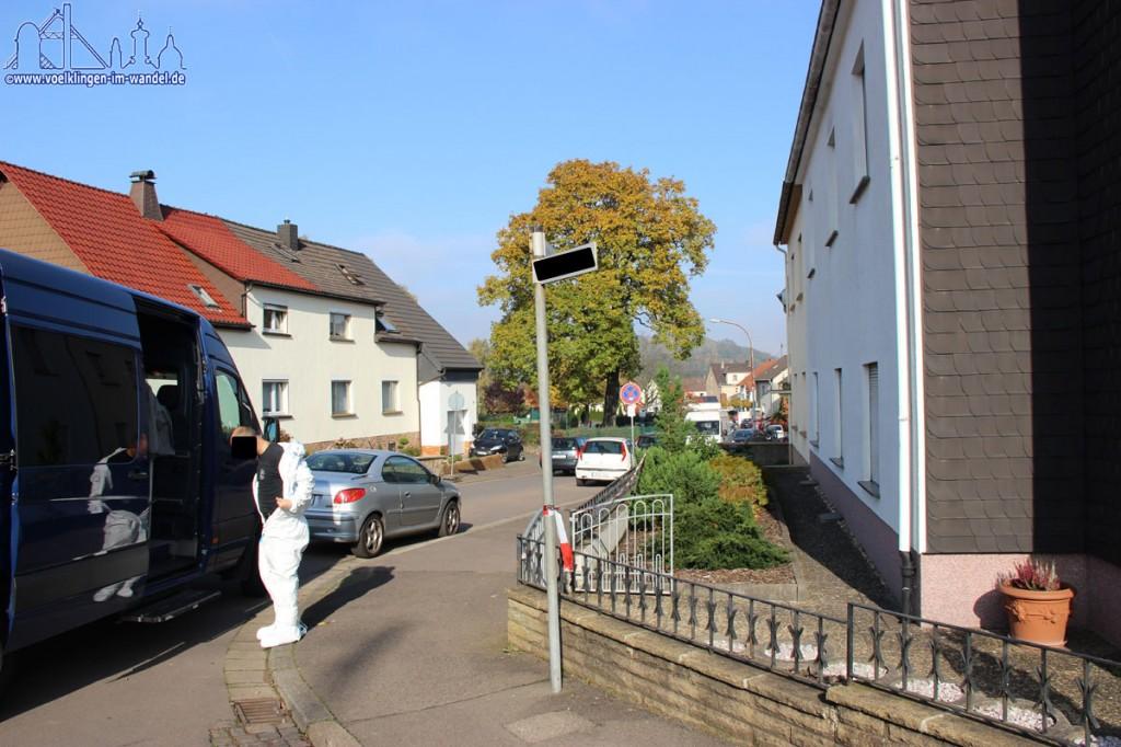 Der Tatort wurde bereits untersucht (Foto: Hell)