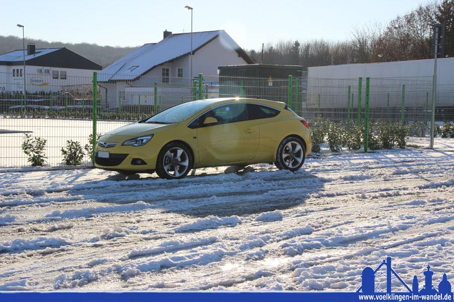 Schnee und Eis sorgten auch in Wehrden für glatte Straßen (Foto: Hell)