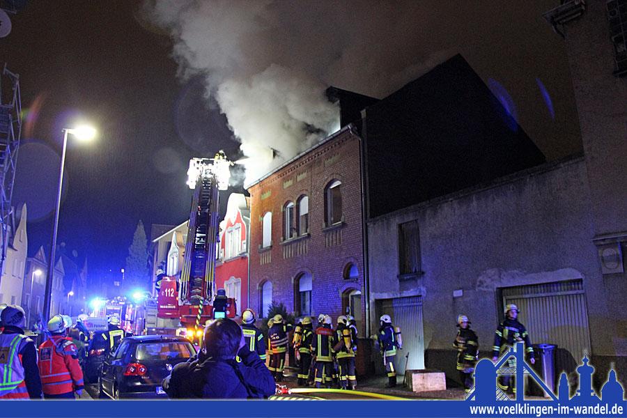 Dachstuhlbrand in der Völklinger Innenstadt (Foto: Hell)