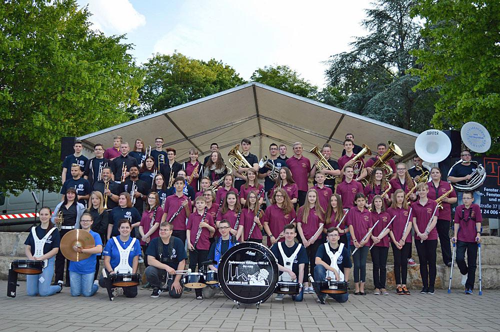 Gruppenfoto des Gemeinschaftsprojekts der Jugendgruppen Lisdorf/Picard, Creutzwald/F und der Jugend der Marching Band Völklingen - Foto: Verein