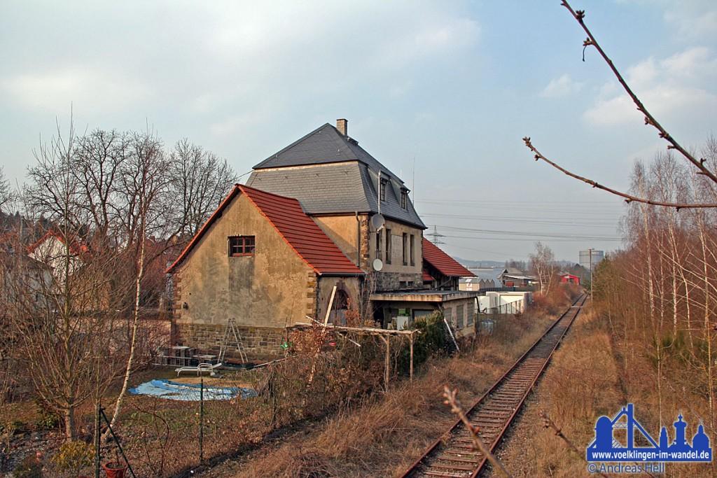 Der ehemalige Bahnhof in Geislautern liegt direkt an der Warndtstrecke
