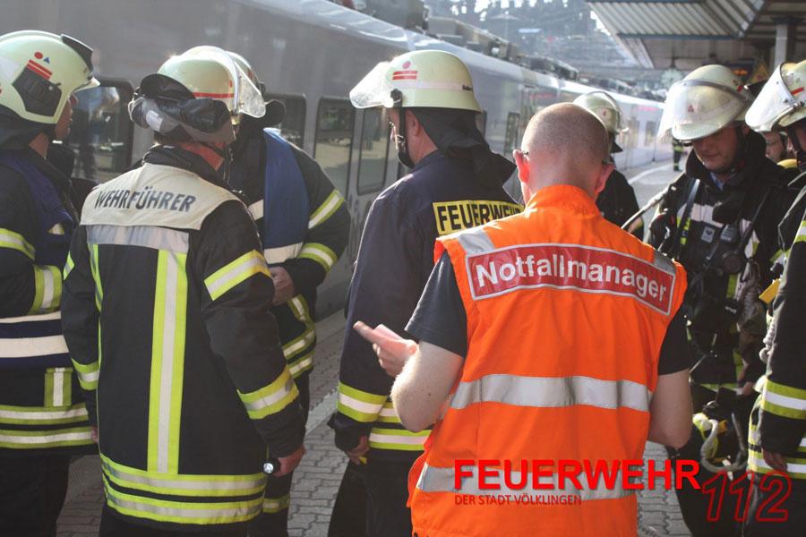 Der RE aus Saarbrücken wurde umgehend evakuiert. (Foto: Mit freundl. Genehmigung der FFW Völklingen)