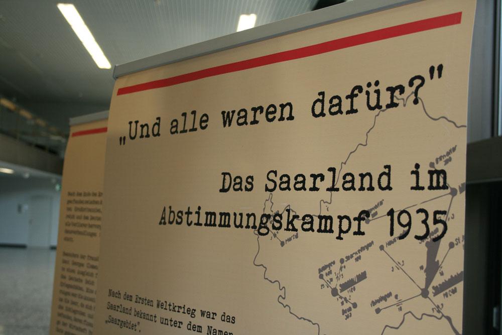"""Die Ausstellung des NDC im Neuen Rathaus widmet sich der ersten Saarabstimmung. Sie trägt den Titel """"Und alle waren dafür?""""."""
