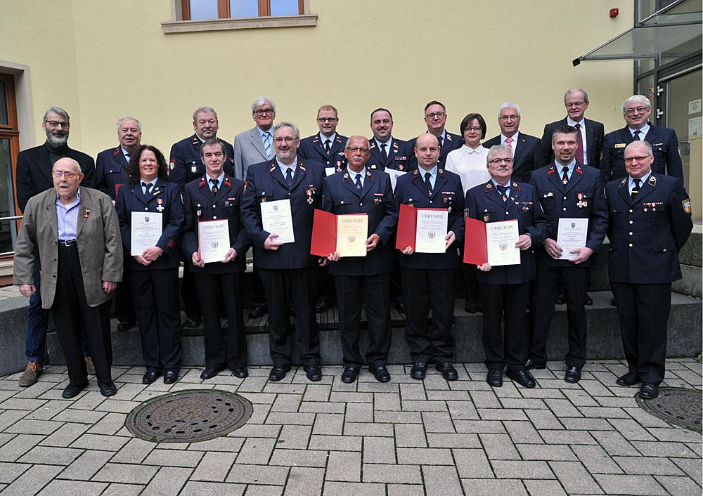 """""""Vorbildliches Engagement"""": Lorig zeichnet Mitglieder der Freiwilligen Feuerwehr aus"""