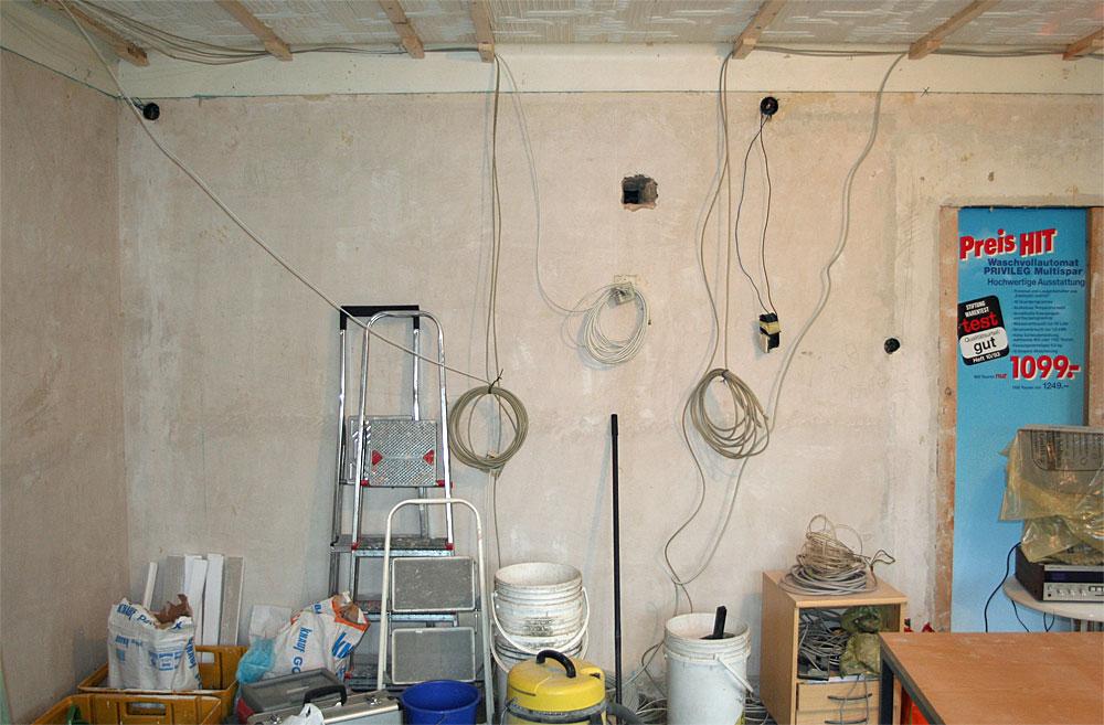 Wer ein Haus kauft hat viel zu tun: Ob Arbeiten am Stromnetz (Foto), an Sanitäranlagen oder Schönheitsreparaturen. (Foto: Privat)