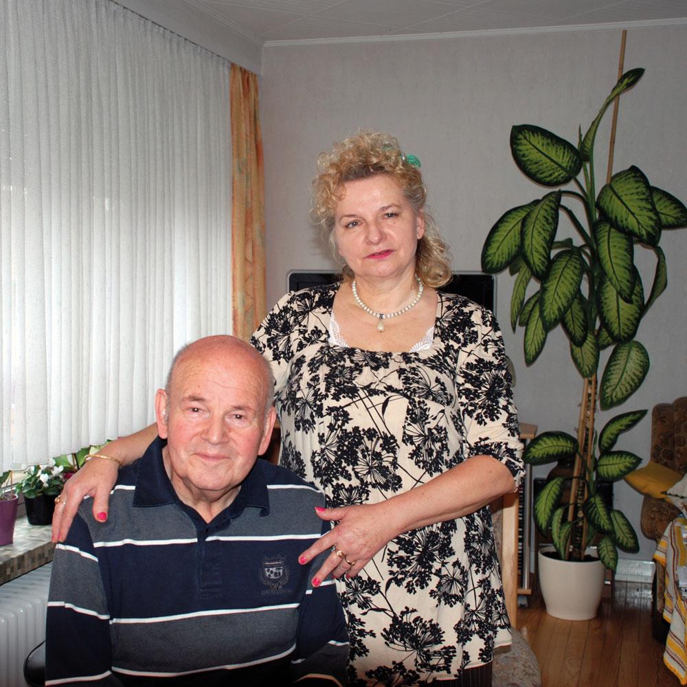 Dieter Franz Koster freut sich über seinen guten Schutzengel (Foto: Privat/Pflegeherzen)