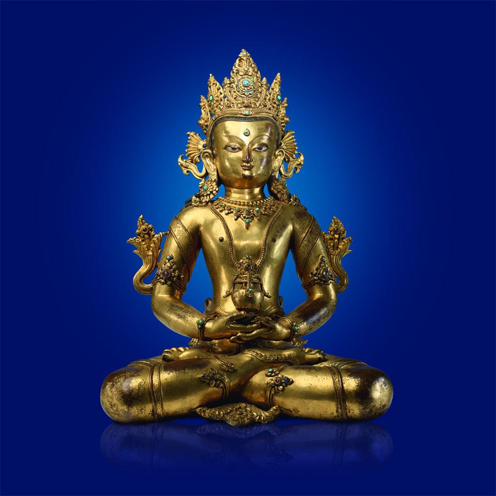 Buddha Amitayus Nepal, 14. Jahrhundert feuervergoldete Bronze mit Steinbesatz Höhe: 39 cm Privatsammlung Copyright: Weltkulturerbe Völklinger Hütte/Hans-Georg Merkel