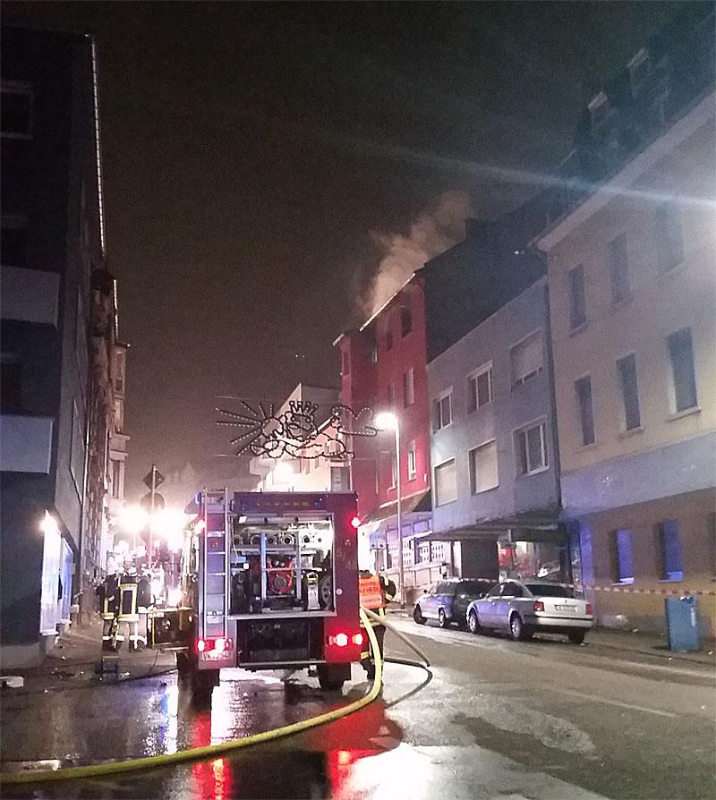 Die Karl-Janssen-Straße war bis in die Morgenstunden gesperrt (Foto: Hell)