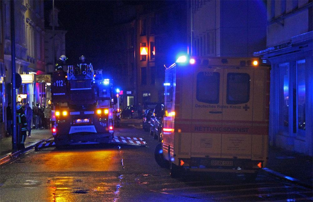 Nachdem sich die Feuerwehr Gewissheit verschafft hat das es keinen Brand gibt, rücken die Einsatzkräfte wieder ein. (Foto: Hell)
