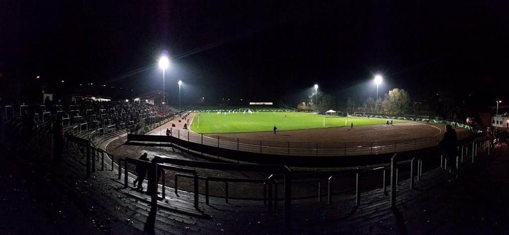 Das Flutlicht im Hermann-Neuberger-Stadion entspricht noch nicht den Auflagen der Regionalliga (Foto: Hell)