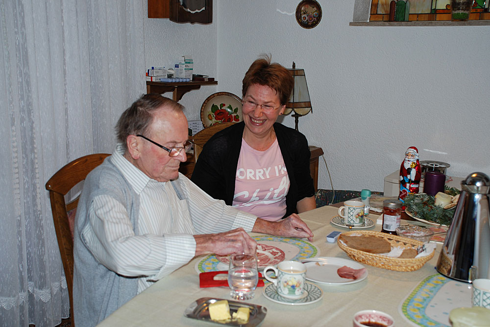 Raimund Weber wird liebevoll betreut (Foto: Pflegeherzen)