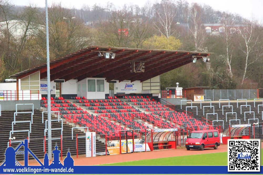 Die Haupttribüne des Hermann-Neuberger-Stadions (Foto: Hell)