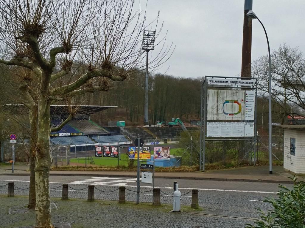 Das Ludwigsparkstadion wird modernisiert und zu einem reinen Fußballstadion umgebaut - der 1. FC Saarbrücken muss solange nach Völklingen ausweichen. (Foto: Hell)