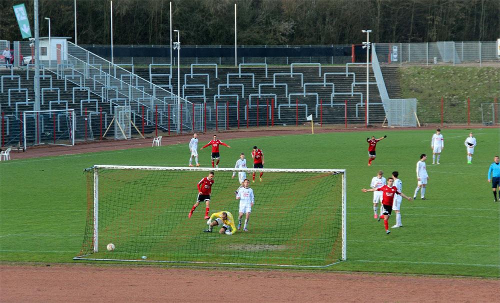 Agim Dushica ist geschlagen: Zimmermann trifft zum 3:1 Endstand (Foto: Hell)