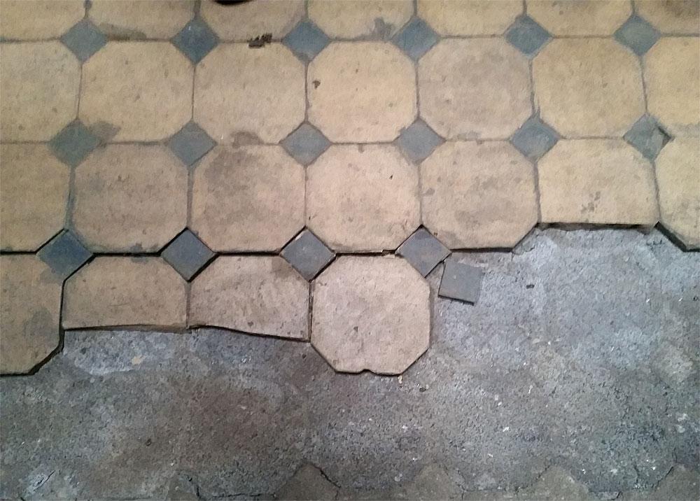 Nicht nur wegen der schlechten Böden kann die Anlage noch nicht vollkommen dem Besucherstrom überlassen werden (Foto: Hell)