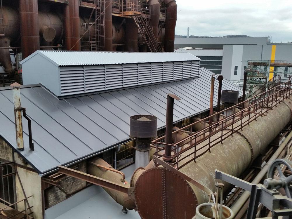 Nach der Sanierung gleicht das Dach einem Neubau (Foto: Hell)