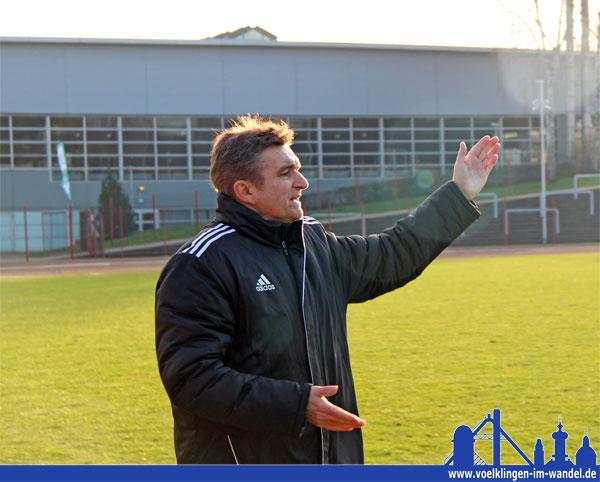 Günter Erhardt bleibt für ein weiteres Jahr Trainer des SV Röchling Völklingen (Foto: Hell)