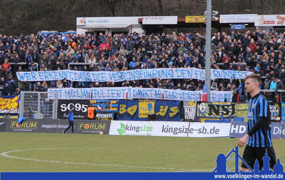 Auch beim (kleinen) Derby hatten die Fans eine Meinung kund zu tun (Foto: Hell)