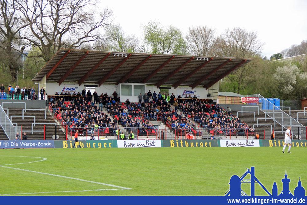 554 Zuschauer sehen das Spiel zwischen Trier und dem 1. FC Saarbrücken - hier alle auf einem Bild (Foto: Hell)
