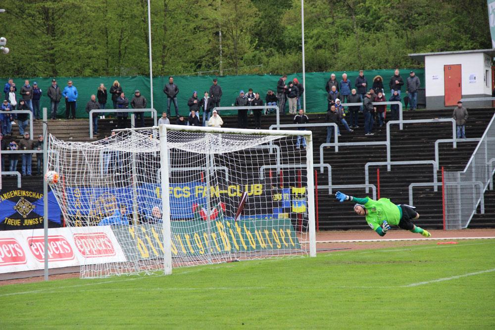 Drei Mal konnte Hohs dem Ball nur hinter her schauen (Foto: Hell)