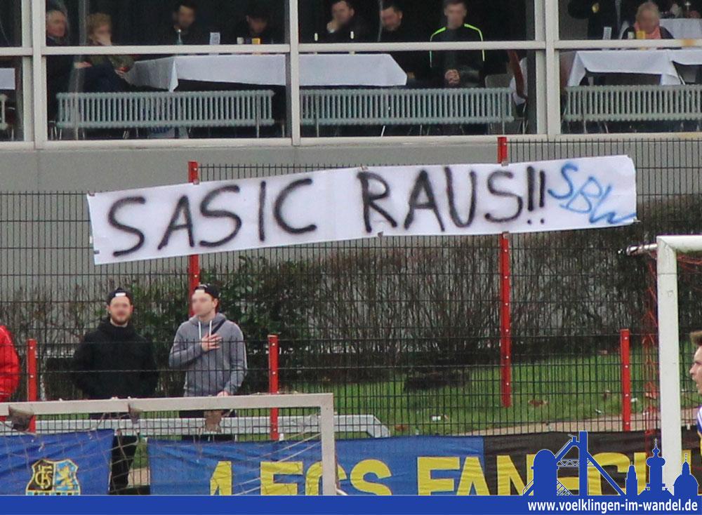 """""""Sasic raus!"""" - Schon länger weht von Seiten der Fans ein rauher Wind in Richtung Milan Sasic (Foto: Hell)"""