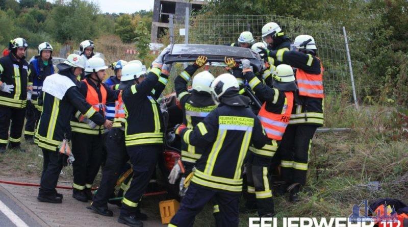Auf der L163 zwischen Velsen und Fenne kam es zu einem Alleinunfall eines PKW. (Foto: Feuerwehr Völklingen)