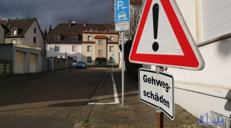 Gehweg-Schäden Foto: hell