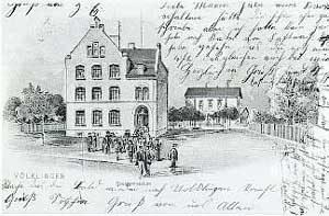 Das alte Gebäude des Gymnasiums (1903-1904), das danach als Volksschule und Bezirksberufsschule diente. 1975 wurde es im Rahmen der Stadtkernsanierung abgerissen. (Foto: HKW)