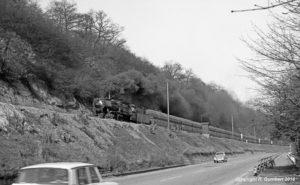 28.03.1968: Lange Fuhre mit der Saarbrücker 50 1475 aus Saarbrücken kommend (Foto: Reinhard Gumbert)
