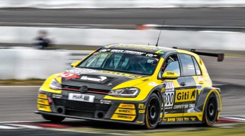 Carrie Schreiner im GITI VW Golf GTI TCR von WS Racing auf der Nordschleife des Nürburgrings