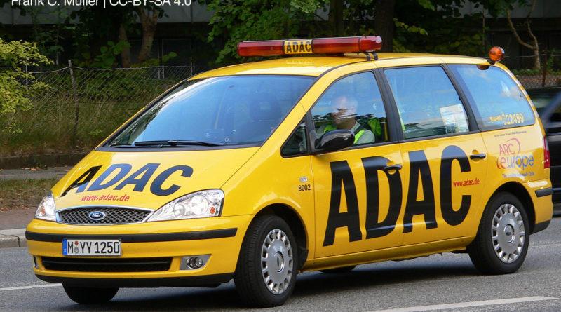 Gelbes ADAC-Fahrzeug mit schwarzem Schriftzug in Schriftart Franklin Gothic Condensed Aufnahmeort: Hamburg, Deutschland (Foto: Wikipedia, Frank C. Müller | CC-BY-SA 4.0)